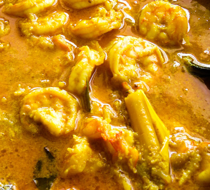 prawns in coconut curry cooke in sri lankan style. the seafood blog.com