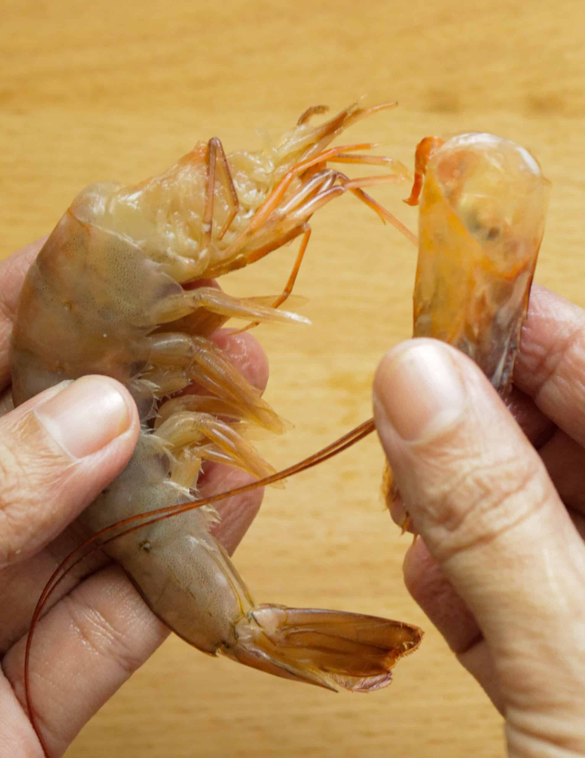 how to remove shrimp head from the shrimp body